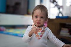 Κορίτσι που φωνάζει στο σπίτι Στοκ φωτογραφία με δικαίωμα ελεύθερης χρήσης