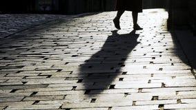 Κορίτσι που χορεύει στην οδό πόλεων απόθεμα βίντεο