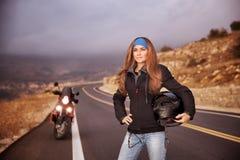Κορίτσι ποδηλατών μόδας Στοκ εικόνα με δικαίωμα ελεύθερης χρήσης