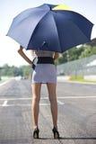Κορίτσι πλέγματος με την ομπρέλα Στοκ Εικόνες