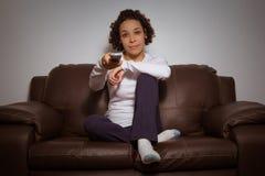 Κορίτσι σε έναν καναπέ, στο σπίτι μόνο Στοκ φωτογραφία με δικαίωμα ελεύθερης χρήσης