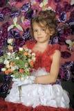 Κορίτσι σε ένα έξυπνο κόκκινο φόρεμα Στοκ Φωτογραφία