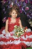 Κορίτσι σε ένα έξυπνο κόκκινο φόρεμα Στοκ Εικόνες