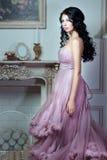 Κορίτσι σε ένα θαυμάσιο ρόδινο φόρεμα Στοκ Εικόνες