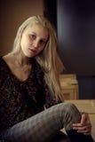 Κορίτσι σε ένα κιβώτιο Στοκ εικόνες με δικαίωμα ελεύθερης χρήσης