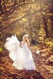 Κορίτσι σε ένα γαμήλιο φόρεμα Στοκ Εικόνα