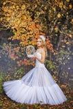 Κορίτσι σε ένα γαμήλιο φόρεμα Στοκ φωτογραφίες με δικαίωμα ελεύθερης χρήσης