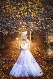 Κορίτσι σε ένα γαμήλιο φόρεμα Στοκ Φωτογραφίες