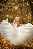 Κορίτσι σε ένα γαμήλιο φόρεμα Στοκ εικόνες με δικαίωμα ελεύθερης χρήσης