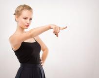 Κορίτσι σε ένα μαύρο φόρεμα στοκ εικόνα