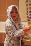 Κορίτσι σε ένα μπουρνούζι Στοκ εικόνα με δικαίωμα ελεύθερης χρήσης