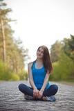 Κορίτσι σε ένα πάρκο Στοκ φωτογραφία με δικαίωμα ελεύθερης χρήσης