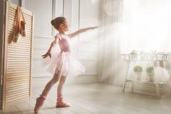Κορίτσι σε ένα ρόδινο tutu Στοκ Φωτογραφίες