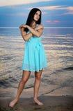 Κορίτσι σε μια παραλία Στοκ εικόνα με δικαίωμα ελεύθερης χρήσης