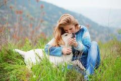 κορίτσι σκυλιών αυτή Στοκ φωτογραφίες με δικαίωμα ελεύθερης χρήσης
