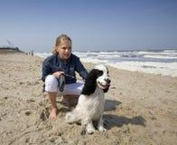 κορίτσι σκυλιών αυτή Στοκ Φωτογραφίες