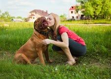 κορίτσι σκυλιών οι νεολ Στοκ εικόνα με δικαίωμα ελεύθερης χρήσης