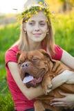 κορίτσι σκυλιών οι νεολ Στοκ φωτογραφίες με δικαίωμα ελεύθερης χρήσης