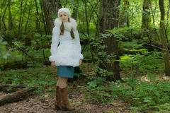 Κορίτσι στα δάση Στοκ φωτογραφίες με δικαίωμα ελεύθερης χρήσης