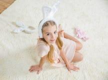 Κορίτσι στα αυτιά λαγουδάκι στοκ φωτογραφία με δικαίωμα ελεύθερης χρήσης
