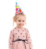 Κορίτσι στα ζωηρόχρωμα γενέθλια hasher ΚΑΠ, που απομονώνονται Στοκ Εικόνες