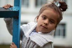 Κορίτσι στα σκαλοπάτια Στοκ Εικόνες