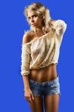 Κορίτσι στα σορτς στοκ φωτογραφία με δικαίωμα ελεύθερης χρήσης