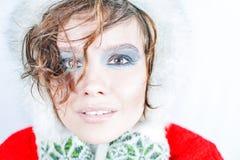 Κορίτσι στα χειμερινά εξαρτήματα Στοκ φωτογραφία με δικαίωμα ελεύθερης χρήσης