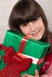 Κορίτσι στα Χριστούγεννα με τα κιβώτια δώρων Στοκ Εικόνες