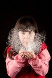 Κορίτσι στα Χριστούγεννα με το χιόνι Στοκ εικόνες με δικαίωμα ελεύθερης χρήσης