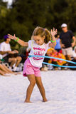 Κορίτσι στεφανών Hula η παραλία Στοκ Φωτογραφία