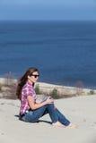 Κορίτσι στην άμμο στοκ εικόνες