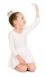 Κορίτσι στην άσπρη εσθήτα σφαιρών Στοκ φωτογραφία με δικαίωμα ελεύθερης χρήσης