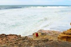 Κορίτσι στην ατλαντική ακτή Στοκ φωτογραφία με δικαίωμα ελεύθερης χρήσης