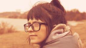Κορίτσι στην κινηματογράφηση σε πρώτο πλάνο γυαλιών στοκ φωτογραφίες με δικαίωμα ελεύθερης χρήσης