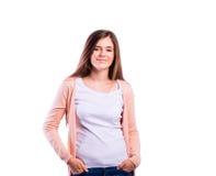 Κορίτσι στην μπλούζα και τη ζακέτα, νέα γυναίκα, πυροβολισμός στούντιο στοκ φωτογραφίες