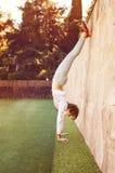 Κορίτσι στην οδό workout στοκ φωτογραφίες