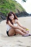 Κορίτσι στην παραλία Στοκ εικόνες με δικαίωμα ελεύθερης χρήσης
