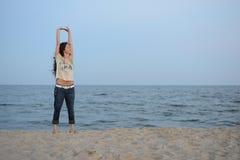Κορίτσι στην παραλία Στοκ εικόνα με δικαίωμα ελεύθερης χρήσης