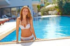 Κορίτσι στην πισίνα Στοκ Φωτογραφία
