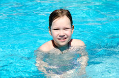 Κορίτσι στη λίμνη Στοκ Εικόνα