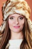 Κορίτσι στη γούνα ΚΑΠ Στοκ φωτογραφία με δικαίωμα ελεύθερης χρήσης