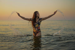 Κορίτσι στη θάλασσα Στοκ εικόνα με δικαίωμα ελεύθερης χρήσης