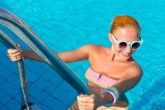 Κορίτσι στη λίμνη Στοκ εικόνες με δικαίωμα ελεύθερης χρήσης