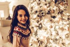 Κορίτσι στη νέα παραμονή έτους ` s στοκ φωτογραφίες