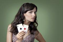 Κορίτσι στη χαρτοπαικτική λέσχη Στοκ φωτογραφία με δικαίωμα ελεύθερης χρήσης