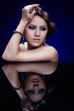 Κορίτσι στον πίνακα καθρεφτών στοκ φωτογραφίες