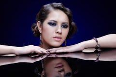 Κορίτσι στον πίνακα καθρεφτών στοκ εικόνα με δικαίωμα ελεύθερης χρήσης