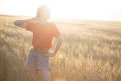 Κορίτσι στον τομέα στοκ φωτογραφίες