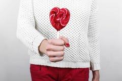 Κορίτσι στο άσπρο πουλόβερ Στοκ Φωτογραφία